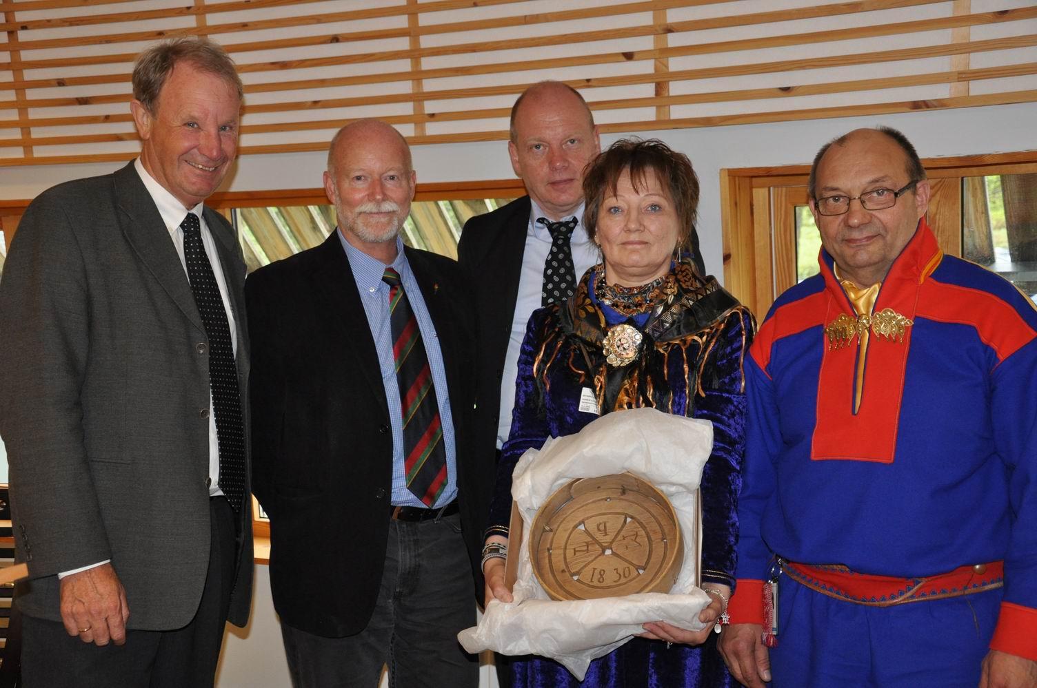 Avtalen undertegnes, Karasjok 19.06.2012, Foto: Sárá Márjá Magga, Sametinget.